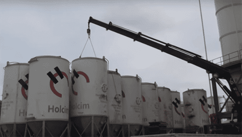 Automatic hook elebia improves working with silos, tanks and vessels