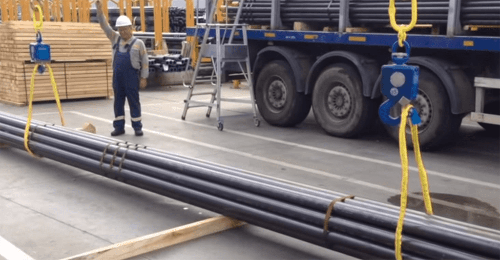 Handling, moving and droping steel pipes