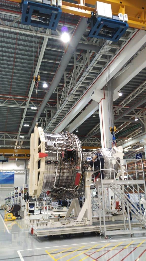 Elebia hook at Rolls Royce 2 576x1024 - Motores para la Industria Aérea