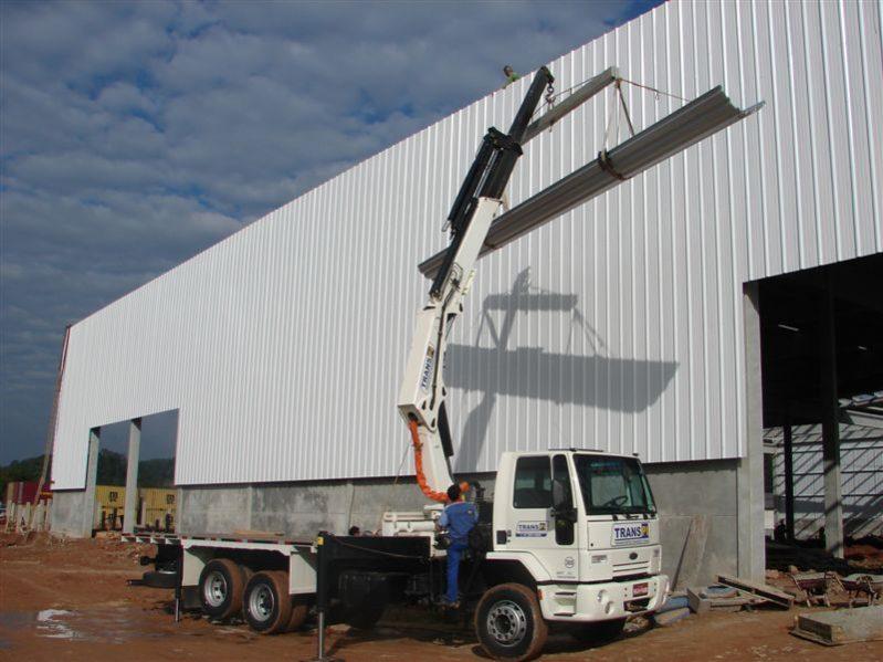 grua sobre camion e1512982863938 - Tipos de Grúas Móviles